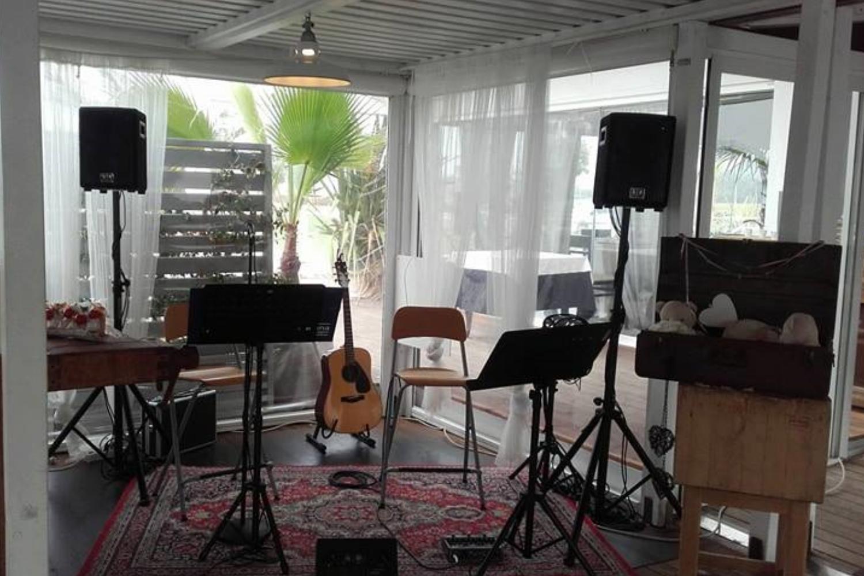 gallery-setup-live-music-buffet